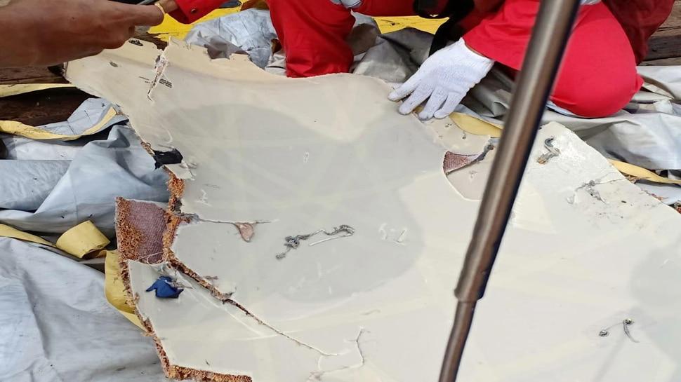 कैसे दुर्घटनाग्रस्त हुआ इंडोनेशियाई विमान, अब चलेगा पता; प्लेन के लैंडिंग गियर का टुकड़ा-ब्लैक बॉक्स बरामद