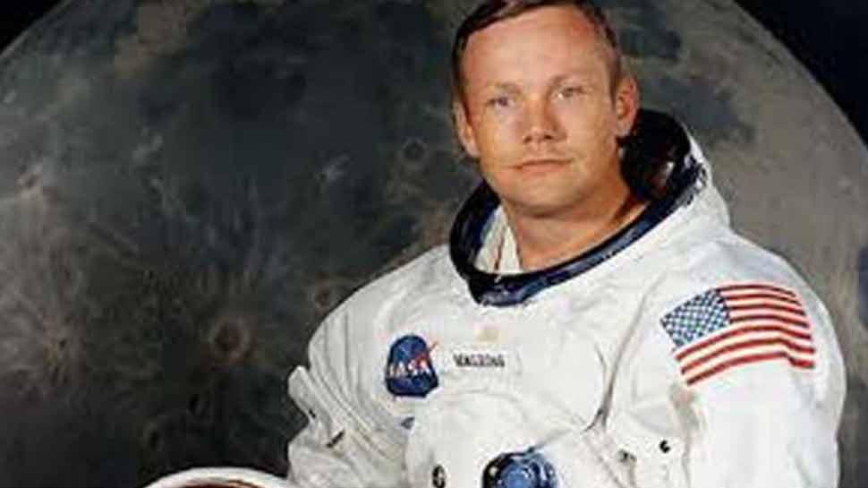 चांद पर पहला कदम रखने वाले नील आर्मस्ट्रांग के स्पेस सूट समेत ये सामान हो रहे नीलाम