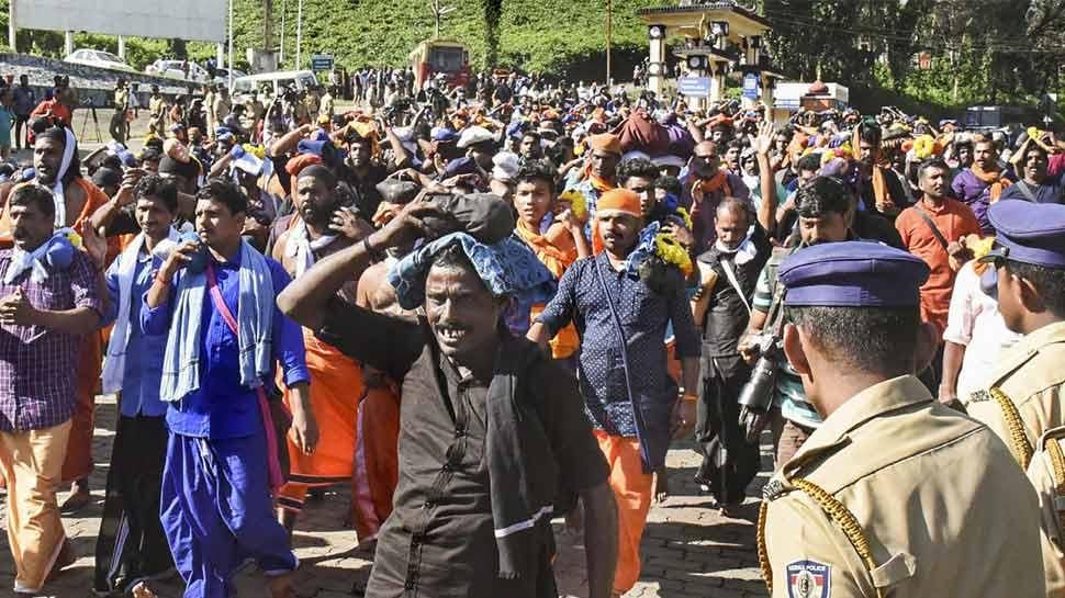 सबरीमाला मंदिर में चप्पे-चप्पे पर पुलिस, भक्तों ने रास्ता रोका