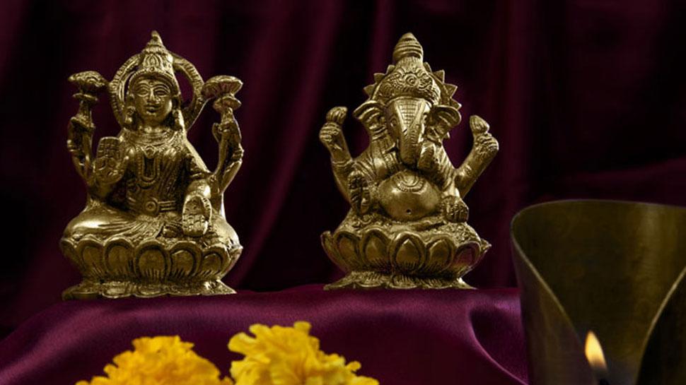 दीपावली पर इस शुभ मुहूर्त में करें मां लक्ष्मी की पूजा, घर में होगी धनवर्षा
