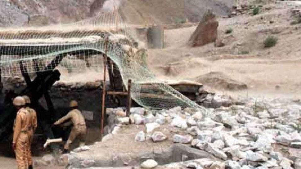 जम्मू-कश्मीर : पुंछ में ब्रिगेड मुख्यालय पर पाकिस्तान ने दागे गोले, भारतीय सेना दे रही मुंहतोड़ जवाब