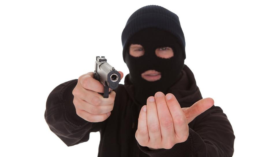 बिहार : ATM कैश वैन से 52 लाख रुपये की लूट, गार्ड को मारी गोली