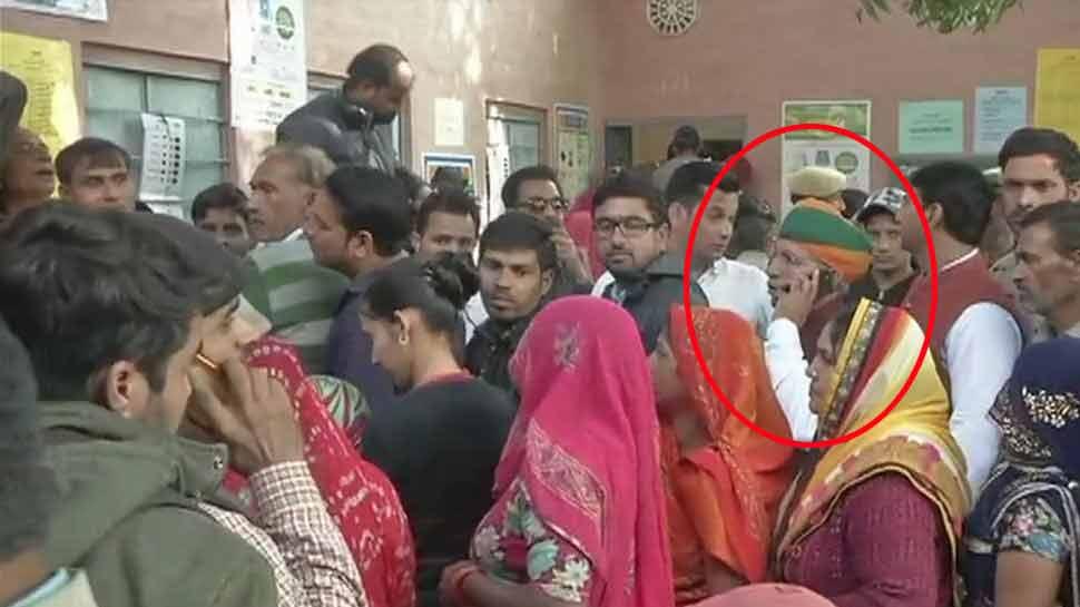 राजस्'€à¤¥à¤¾à¤¨ चुनाव LIVE : EVM ठीक होने के बाद केंद्रीय राज्'€à¤¯ मंत्री मेघवाल ने डाला वोट, 11 बजे तक 21.89% मतदान