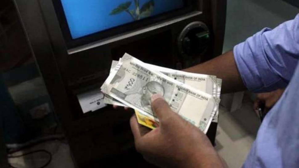 अलीराजपुरः ATM में कैश डालने में हुई गड़बड़ी, 3 घंटे तक निकलते रहे 100 के बजाय 500 के नोट