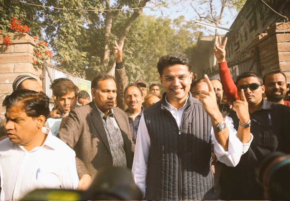 Rajasthan Elections 2018: worker celebrate at Sachin Pilot home after starting trends