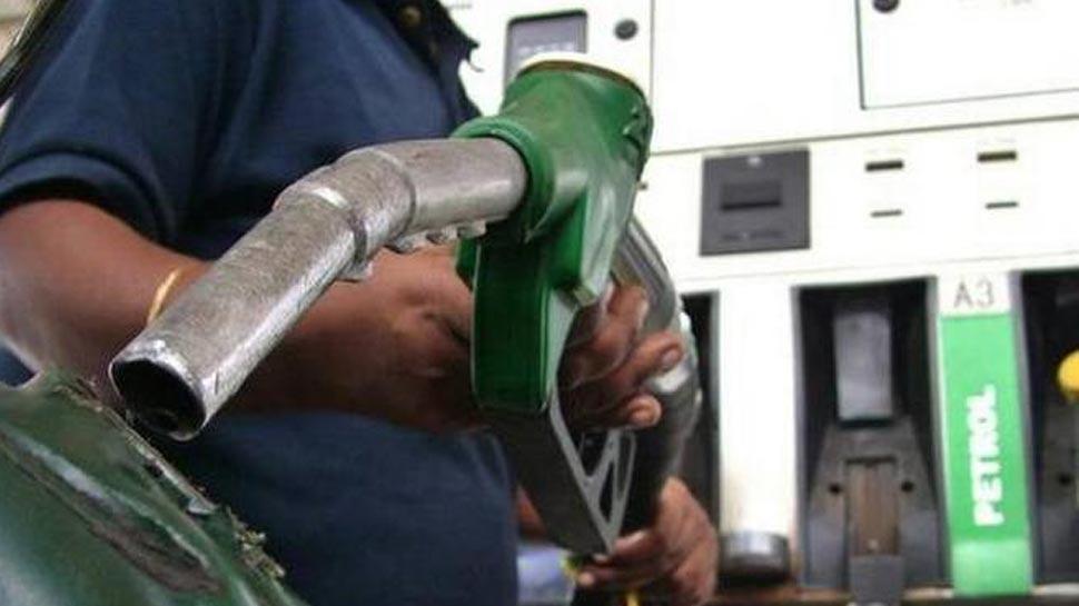 साल के आखिरी दिन सबसे सस्ता है पेट्रोल-डीजल, ये हैं आज की कीमतें