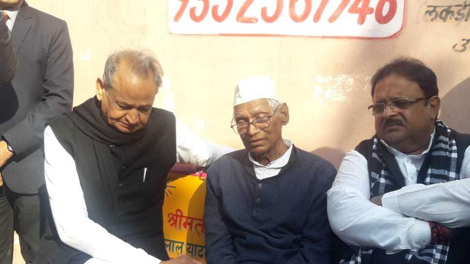 पूर्व मुख्यमंत्री जगन्नाथ पहाड़िया के पुत्र का निधन, अंतिम संस्कार में पहुंचे अशोक गहलोत
