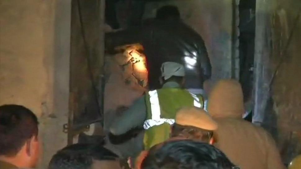 नई दिल्ली: मोती नगर की फैक्ट्री में सिलेंडर फटने से छत गिरी, 6 लोगों की मौत