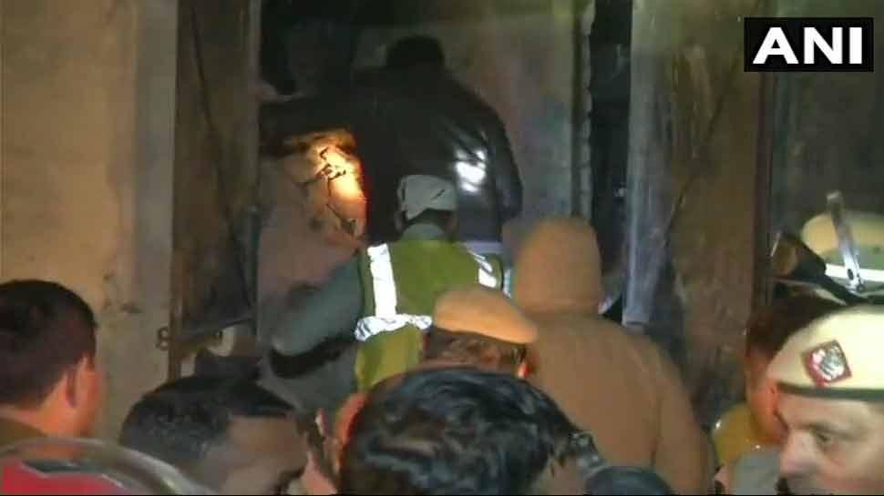 दिल्ली: मोती नगर में सिलेंडर फटने से गिरी इमारत, 7 लोगों की मौत, फैक्टरी मालिक के खिलाफ केस दर्ज