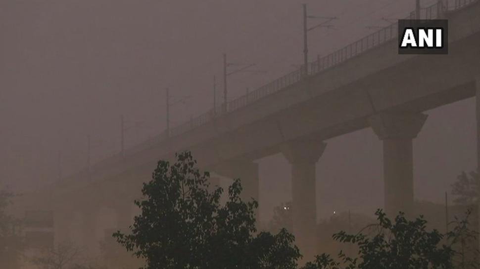 मौसम अलर्टः दिल्ली में बढ़ा कोहरे का प्रकोप, ट्रैफिक और एयरसर्विस हुई प्रभावित