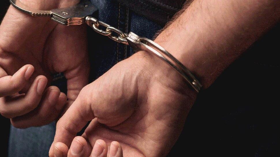 एयरपोर्ट पर लाखों रुपये की विदेशी मुद्रा की तस्करी के आरोप, गिरफ्तार