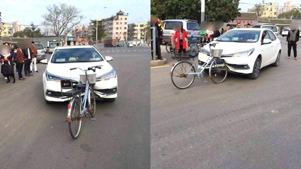 VIDEO: जब बीच सड़क पर साइकिल ने मारी कार में जोरदार टक्कर, धंस गया बंपर
