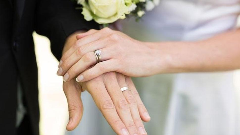 ओहियो: टेलीविजन चैनल में साथ काम कर रहे दो एंकरों ने की सगाई की घोषणा