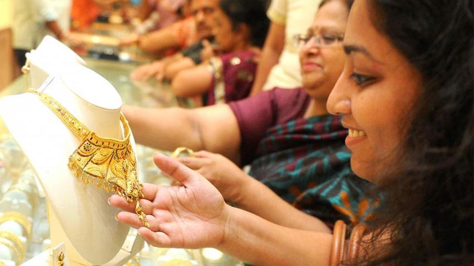 शादी के मौसम में सोने की कीमतों में बढ़त जारी, चांदी में बड़ी गिरावट
