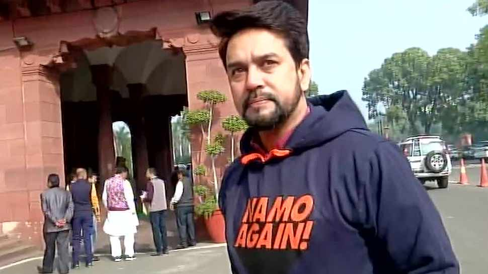 'नमो अगेन' लिखी Hoodie पहनकर संसद पहुंचे अनुराग ठाकुर, PM मोदी ने की तारीफ