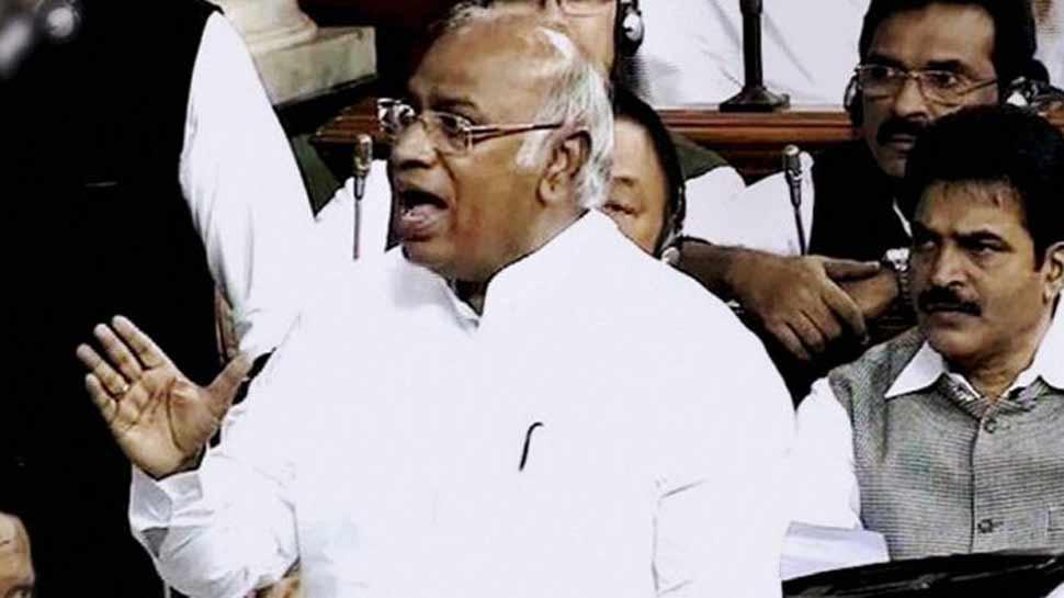 सवर्ण आरक्षण: कांग्रेस नेता ने कहा- अगले सत्र में पास हो ये बिल, BJP ने उठाए सवाल