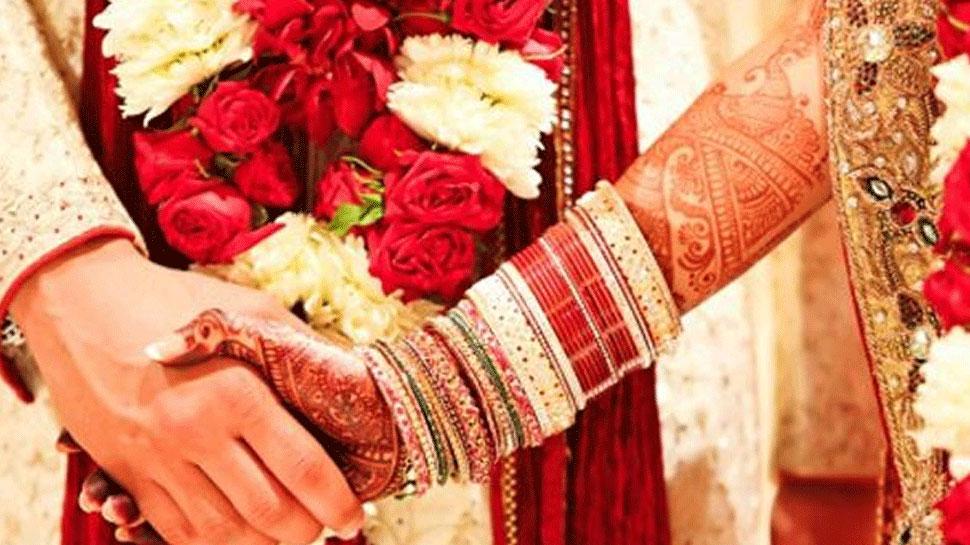मथुरा: प्रेमिका से शादी के लिए जिद्द पर अड़ा प्रेमी, छत्तीसगढ़ पुलिस ने थाने में कराया विवाह
