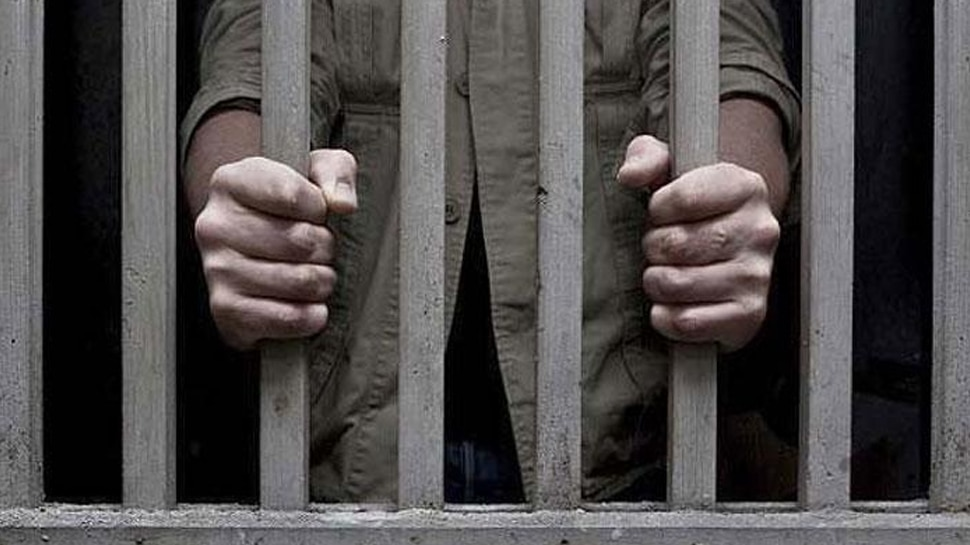 सिंगापुर: भारतीय को नाबालिग के साथ यौन संबंध बनाने के जुर्म में 13 साल की कैद