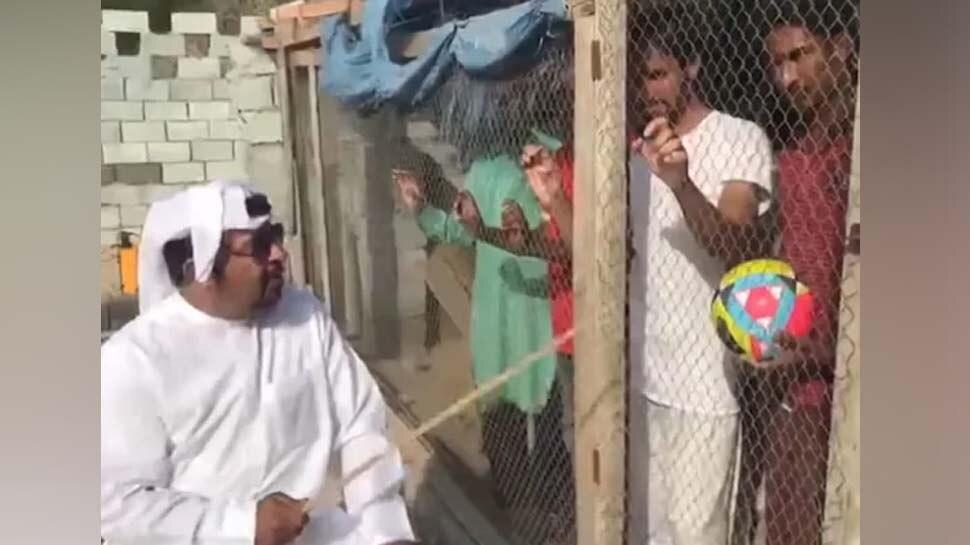 VIDEO: भारत की फुटबॉल टीम का समर्थन कर रहे थे लोग, शेख ने कर दिया पिंजड़े में बंद