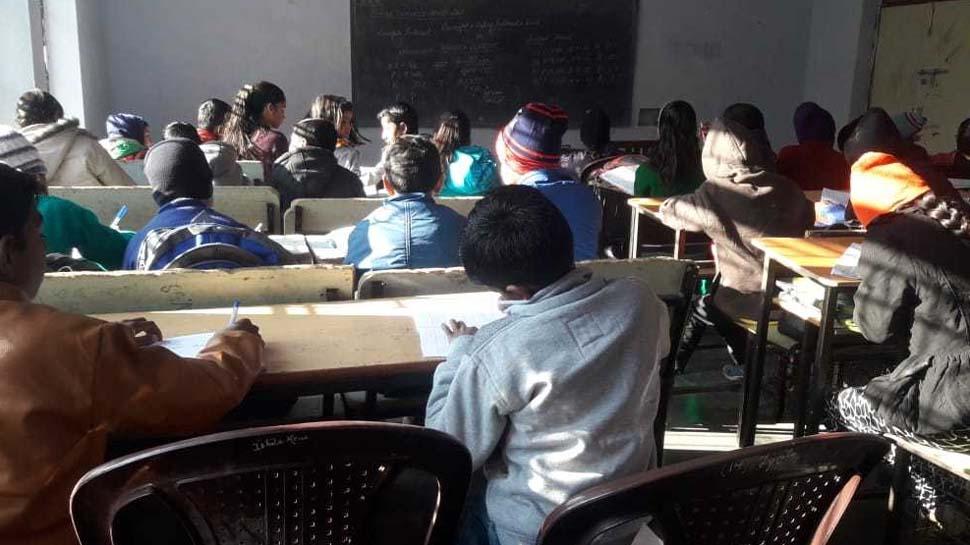 मुफ्त कोचिंग देकर छात्र छात्राओं का संवार रहे हैं भविष्य