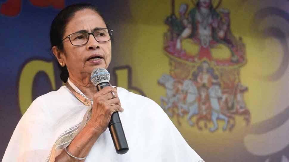 ममता बनर्जी ने महाश्वेता देवी की 93वी जयंती पर उन्हें श्रद्धांजलि दी