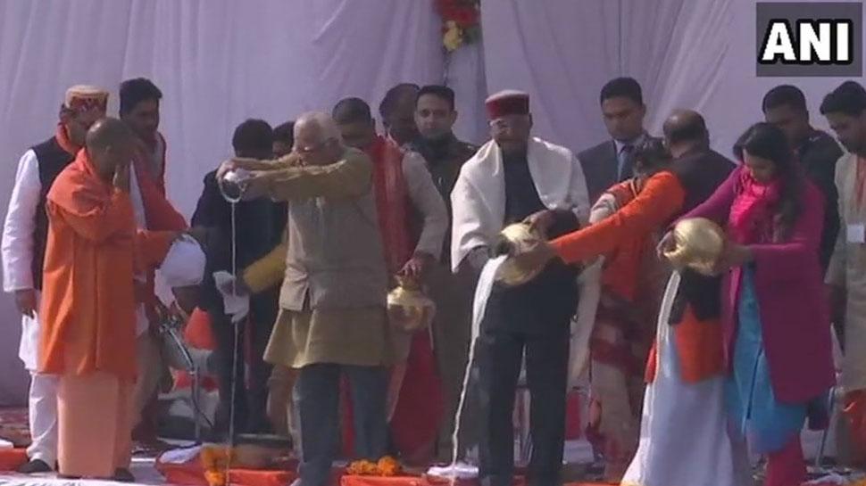 पत्नी के साथ कुंभ में पहुंचे राष्ट्रपति रामनाथ कोविंद, किया गंगा पूजन
