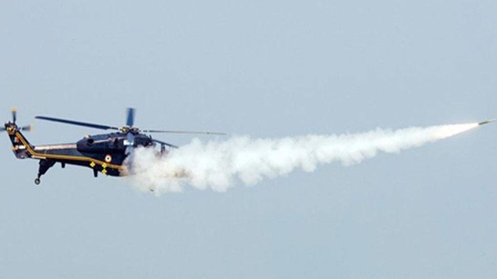 HAL ने बनाया हवा से हवा में वार करने वाला पहला हल्का हेलीकॉप्टर, ये हैं खूबियां