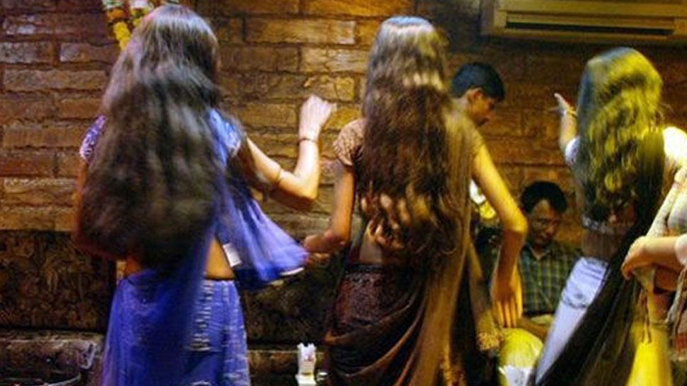 अब मुंबई के डांस बार के खिलाफ अध्यादेश लाएगी महाराष्ट्र सरकार