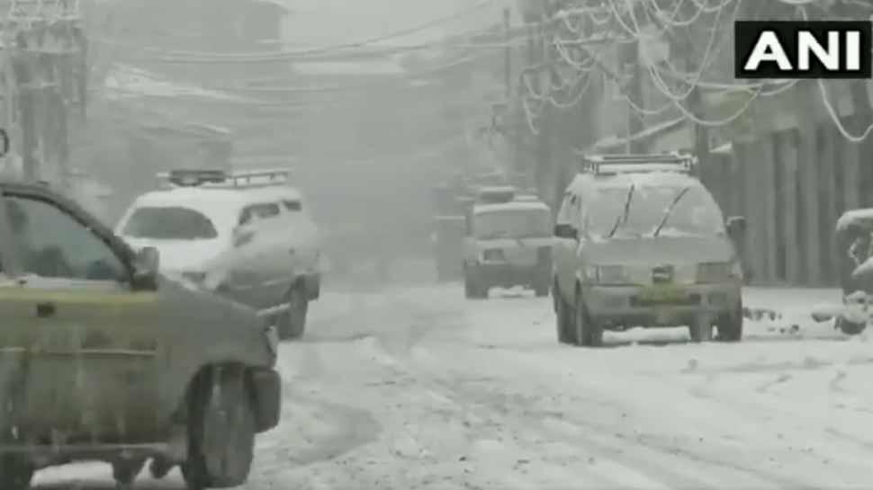 VIDEO: बर्फबारी देखने का है मन तो करें कश्मीर का रुख, खुशनुमा हुआ मौसम