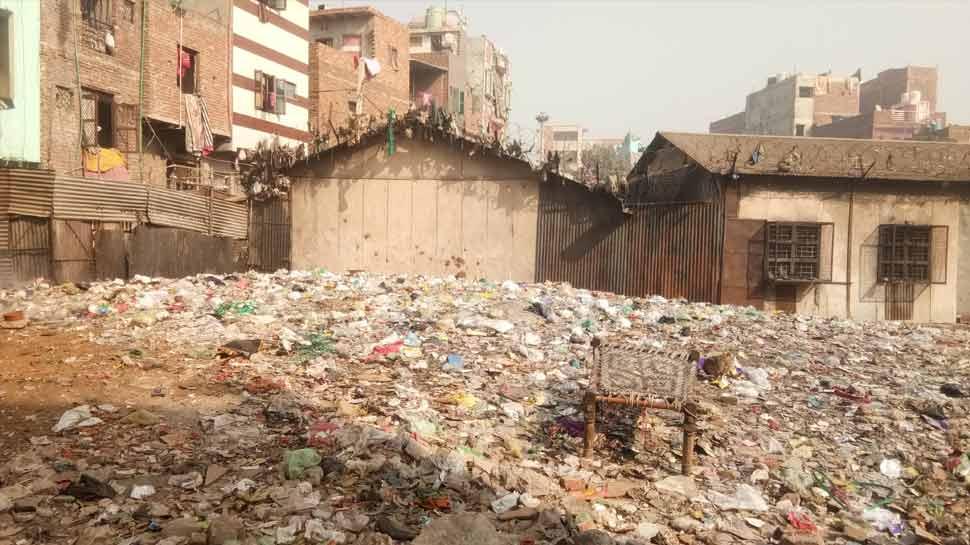 दिल्ली सरकार के दावों की खुली पोल, स्कूली बच्चों को आज तक नसीब नहीं हुई पक्की छत
