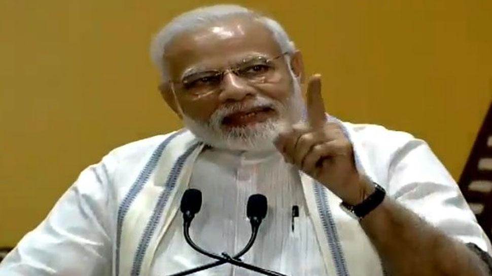 PM मोदी पर भी छाया 'उरी' का जादू, फिल्मी हस्तियों से पूछा- How's the Josh?