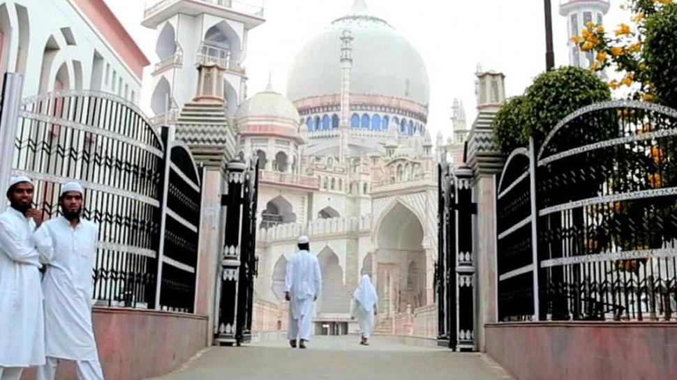 दारुल उलूम ने गणतंत्र दिवस पर मदरसा छात्रों को ट्रेनों में सफर न करने की दी हिदायत