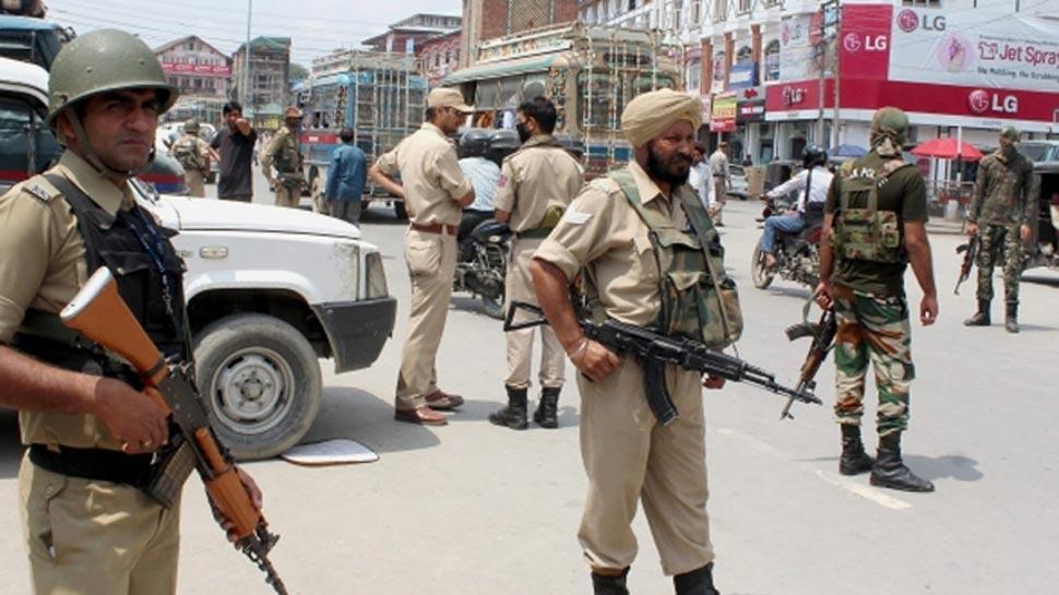 जम्मू कश्मीर: सुरक्षाबलों ने मुठभेड़ में 3 आतंकवादी को किया ढेर, कुछ इलाकों में इंटरनेट सेवा बंद