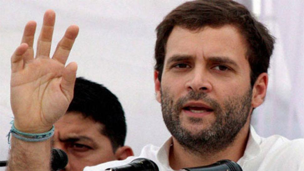 VIDEO: जब एक फोटोग्राफर राहुल गांधी को कवर करने के चक्कर में गिर पड़ा, फिर...