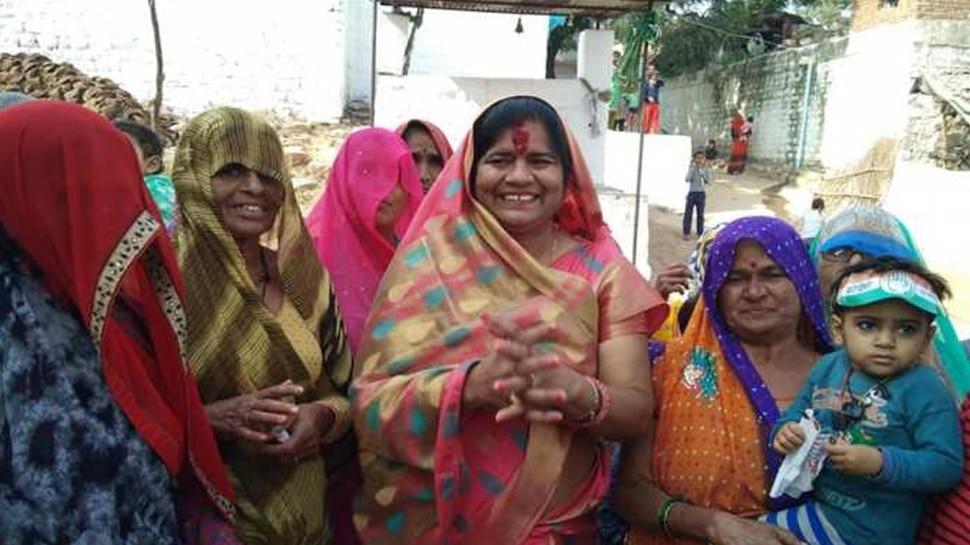 VIDEO: कार्यक्रम में मुख्य अतिथि बनकर पहुंची थीं मंत्री इमरती देवी, CM का संदेश पढ़ने में हालत हुई खराब
