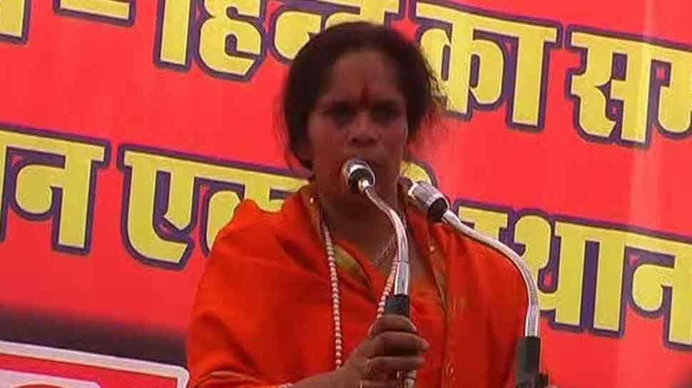 साध्वी प्राची ने प्रियंका गांधी को बताया बरसाती मेंढक, कहा- 2019 में मौका न चूकें हिन्दू
