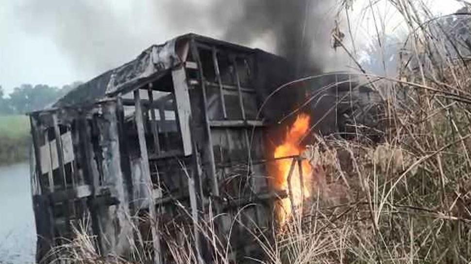 UP: झोपड़ी में घुसा अनिंयत्रित ट्रक, एक बच्चे की मौत, बहन घायल