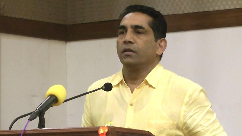 """गोवा के मंत्री के बिगड़े बोल, """"मैं बाघ हूं और बाघ को देख कुत्ते दूर से भौंकते हैं"""