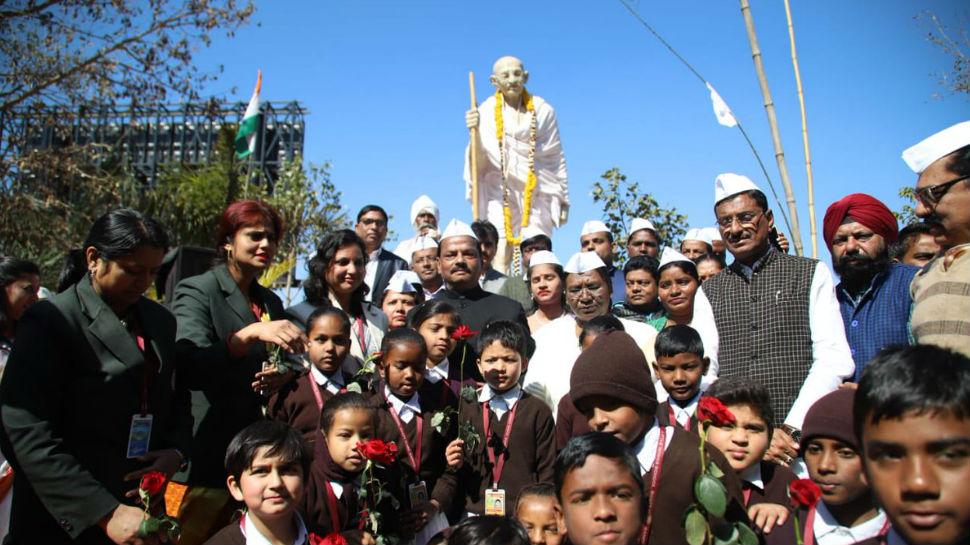 रांची: सीएम रघुवर दास ने किया बापू को याद, पुण्यतिथि पर दी श्रद्धांजलि