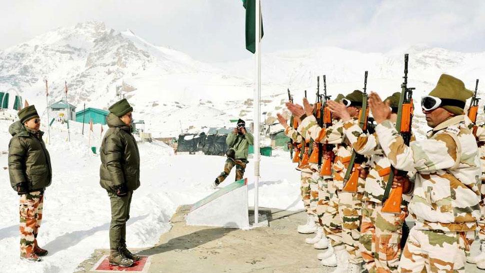 किरन रिजिजू ने -40 डिग्री में तैनात जवानों का बढ़ाया हौसला, बर्फ पर दौड़ाया स्नो स्कूटर