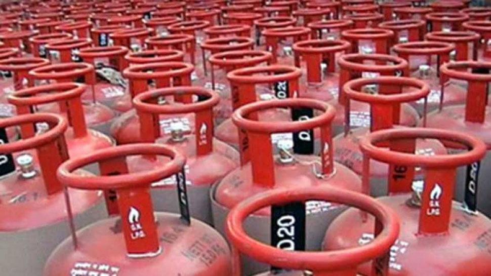 बजट से पहले जनता को मोदी सरकार का तोहफा, इतने रुपये सस्ता हुआ LPG सिलेंडर