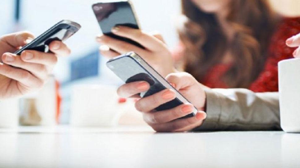वर्ल्ड स्मार्टफोन मार्केट में पहली बार आई मंदी, ये ब्रांड है टॉप पर