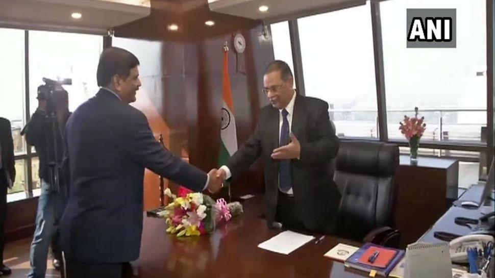 ममता बनर्जी Vs सीबीआई विवाद बीच ऋषि कुमार शुक्ला ने संभाला CBI निदेशक का पद