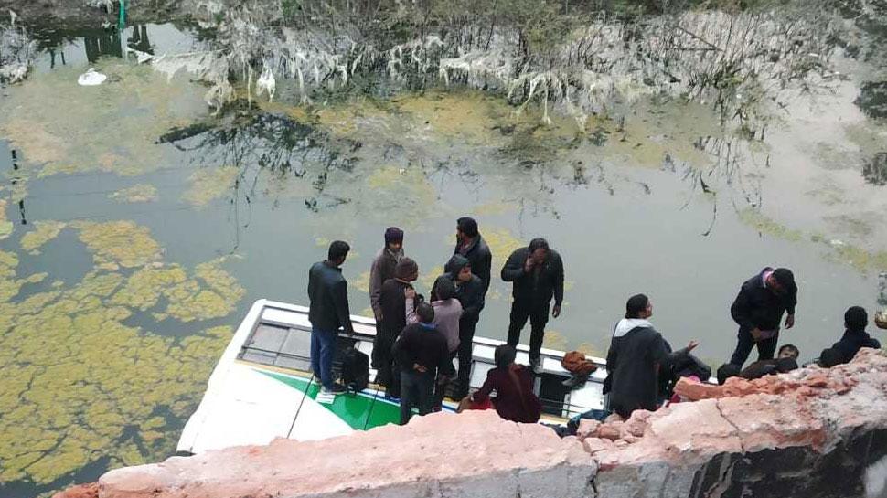 राजस्थान के चाकसू में नदी में गिरी में बस, कई यात्री घायल