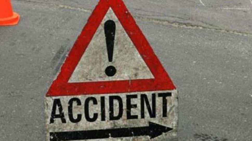 जम्मू कश्मीर: राजमार्ग पर बोल्डर से टकराया वाहन, 12 लोग घायल