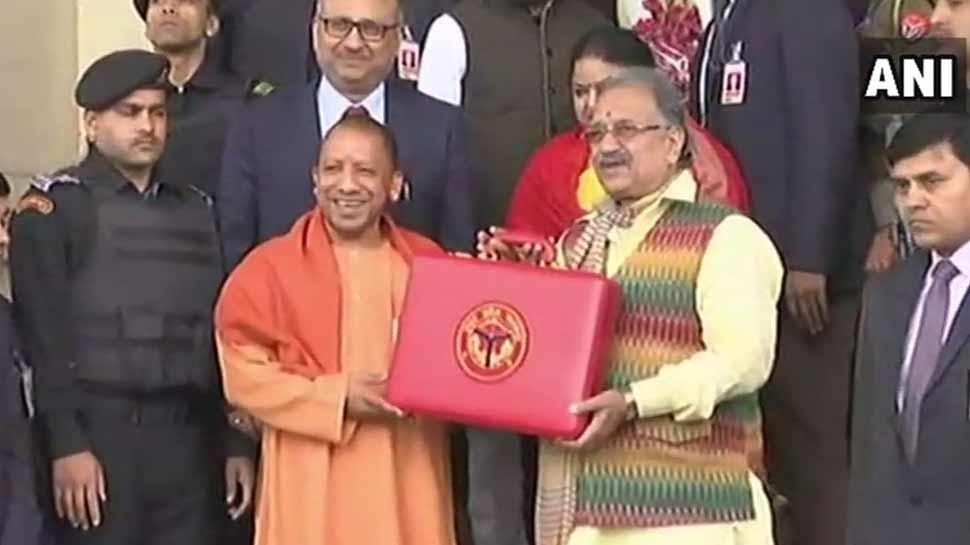 योगी सरकार ने पेश किया बजट, मदरसों को मॉडर्न बनाने के लिए दिए 459 करोड़
