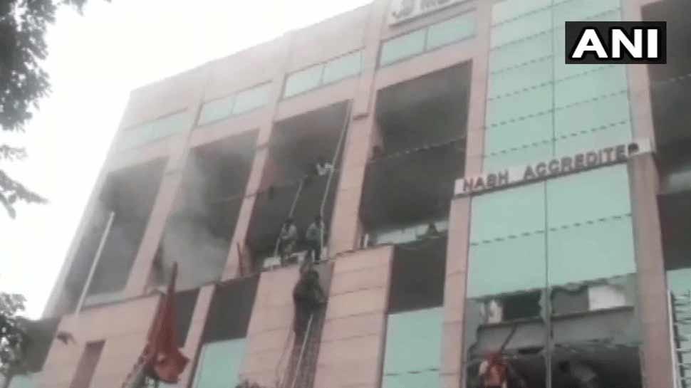नोएडा के मेट्रो हॉस्पिटल में कैसे लगी आग, घटना की होगी मजिस्ट्रेट जांच