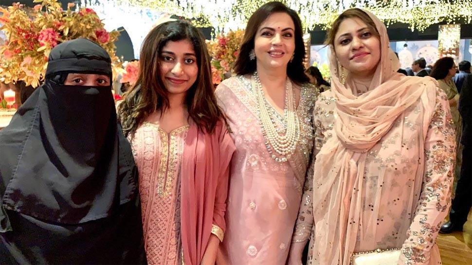 एआर रहमान ने बेटी और पत्नी का फोटो किया शेयर, नकाब के कारण हुई आलोचना तो दिया जवाब
