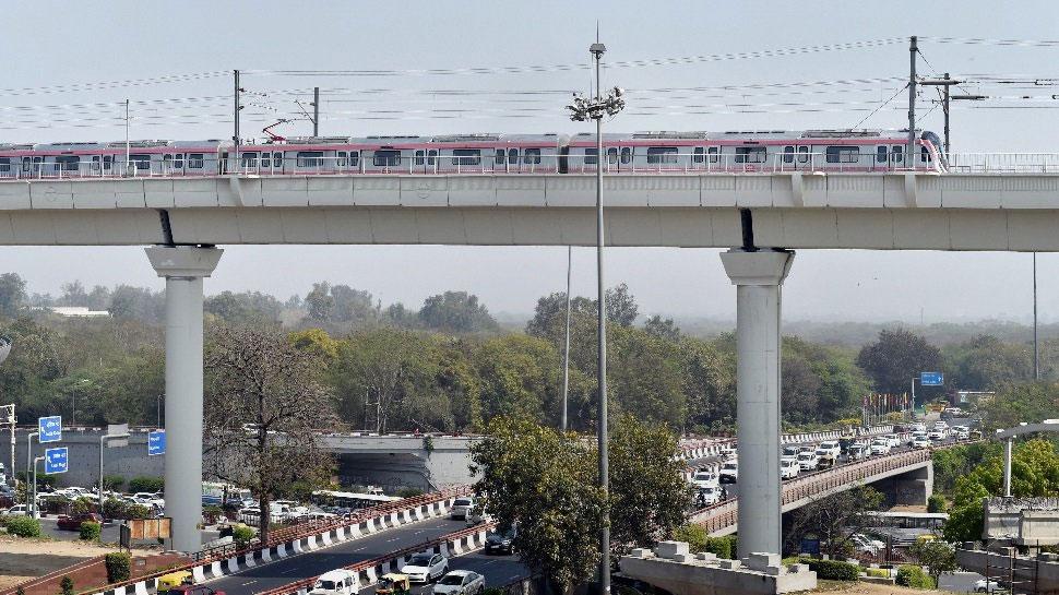 दिल्ली: पिंक लाइन और एयरपोर्ट लाइन को जोड़ने वाला फुट ओवर ब्रिज जनता के लिए खुला