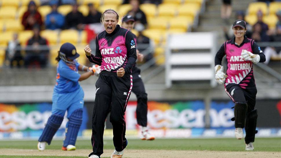 महिला क्रिकेट: आखिरी ओवर में 13 रन बनाकर भी 2 रन से हारा भारत, सीरीज भी गंवाई